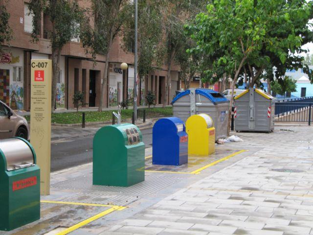 IU exige a Tovar y Valcárcel que se hagan la foto y pongan en marcha los nuevos contenedores de selección de basura - 1, Foto 1