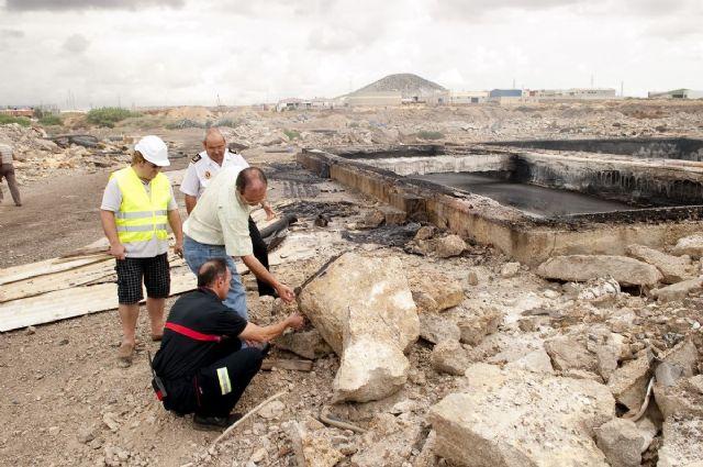 Arden tres balsas con residuos industriales en los antiguos terrenos de Zincsa - 2, Foto 2