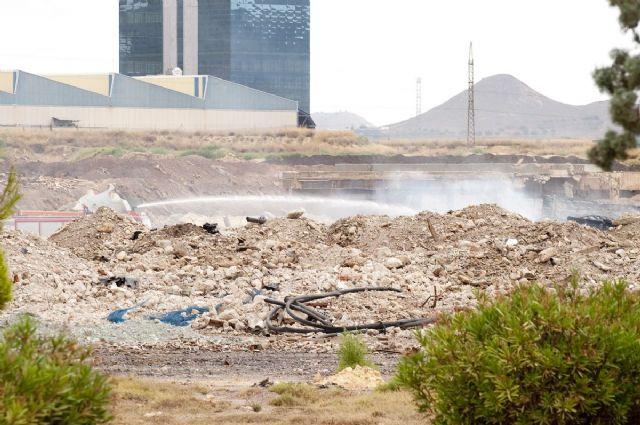Arden tres balsas con residuos industriales en los antiguos terrenos de Zincsa - 3, Foto 3