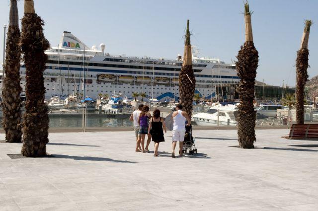 Más de 2.000 turistas llegan a Cartagena en el buque Aidavita - 1, Foto 1
