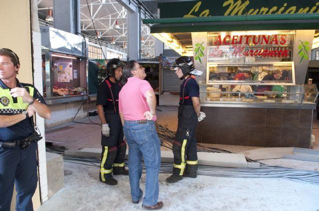Cerrado el mercado de Santa Florentina por el desprendimiento de una canaleta de cables - 3, Foto 3