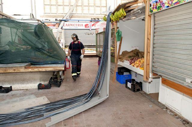Cerrado el mercado de Santa Florentina por el desprendimiento de una canaleta de cables - 5, Foto 5