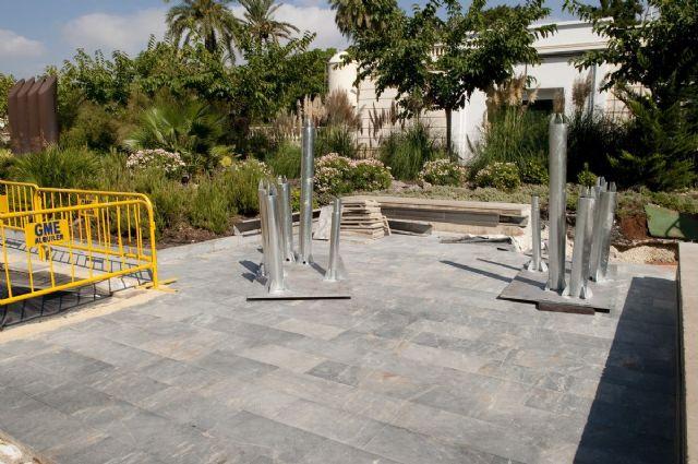 Empiezan a plantar árboles artificiales de la plaza del Rey - 4, Foto 4