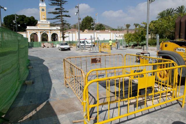 Empiezan a plantar árboles artificiales de la plaza del Rey - 5, Foto 5