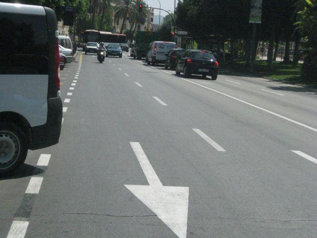 Reposición de la señalización horizontal en las principales calles de la ciudad con motivo de la Feria - 1, Foto 1