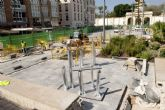 Empiezan a plantar árboles artificiales de la plaza del Rey