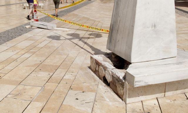 Un conductor ebrio se estrella contra una farola de plaza del Ayuntamiento - 1, Foto 1