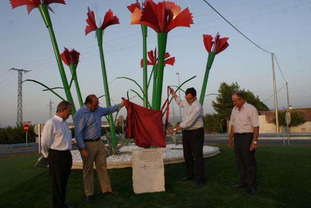 Inauguran la nueva rotonda de ´Los Claveles´ - 1, Foto 1