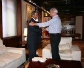 El presidente de la Comunidad Autónoma, Ramón Luis Valcárcel, recibe al presidente de Ucomur
