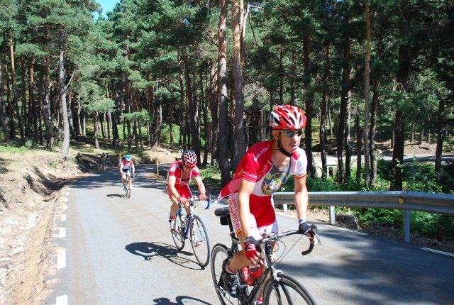 Tres corredores del Club Ciclista Santa Eulalia participaron en la 17 marcha cicloturista Pedro Delgado en Segovia, Foto 2