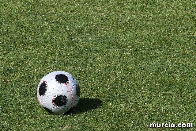El ayuntamiento de Totana suscribe un convenio de colaboraci�n con el Lorca Deportiva CF, Foto 1