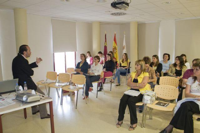 Charla informativa sobre acreditación de competencias en atención sociosanitaria, Foto 1