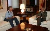 El presidente de la Comunidad recibe al coronel jefe de la Base de Alcantarilla
