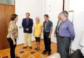 La alcaldesa felicita a los campeones del mundo de Acuatlón
