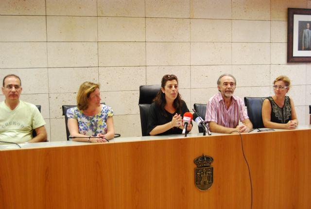 La concejal de Educaci�n recibe a los alumnos del IES Juan de la Cierva y a los del IES Juan de Herreera de El Escorial (Madrid), Foto 2