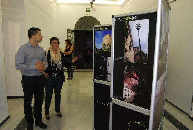 Autoridades municipales acuden a la inauguraci�n de la exposici�n itinerante fotoespuña 2009, Foto 2