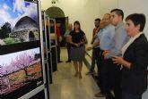 Autoridades municipales acuden a la inauguración de la exposición itinerante 'fotoespuña 2009'