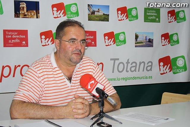 IU en Totana hace un llamamiento para apoyar la Huelga Genera, en defensa de los derechos de los trabajadores y en defensa de las pensiones, Foto 1