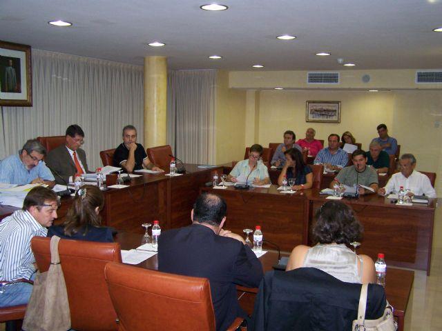 Todos los grupos políticos del ayuntamiento de Águilas, excepto el PSOE, piden al Gobierno de Zapatero que no congele las pensiones - 1, Foto 1