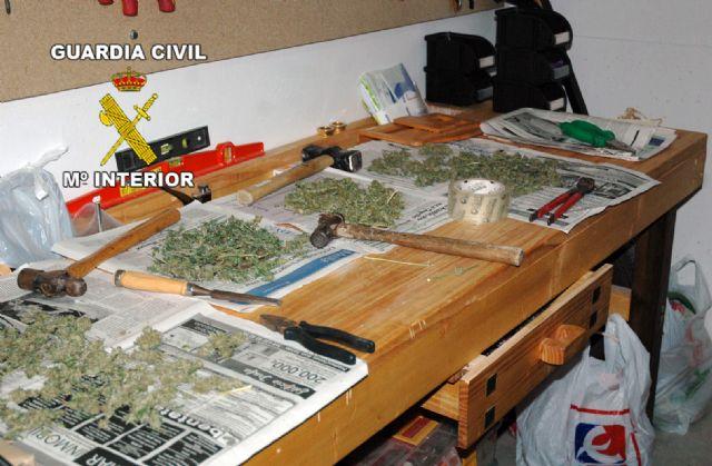 La Guardia Civil desmantela dos puntos de producción y distribución de marihuana en Archena y Pliego - 1, Foto 1