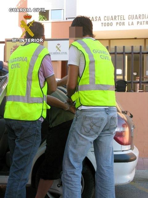 La Guardia Civil ha detenido a tres jóvenes por el robo de productos de alimentación - 2, Foto 2