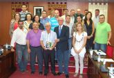 El Ayuntamiento torreño homenajea por su jubilación a José Martínez Blaya
