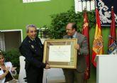 El Ayuntamiento de Puerto Lumbreras condecora a dos policías locales por sus 25 años de trabajo en la localidad