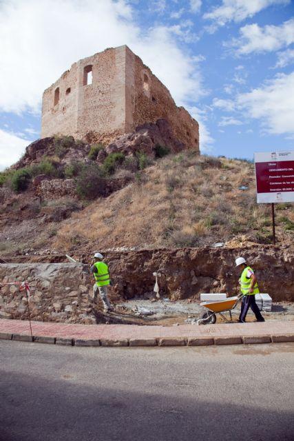 El ayuntamiento valla el perímetro del Castillo de los Vélez - 1, Foto 1