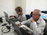 Finaliza el primer curso de internet básico para mayores