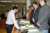 El nuevo concejal del PP, Juan Antonio Ambit, tomó posesión de su nuevo cargo en la corporación municipal