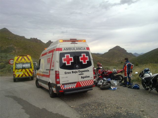 Cruz roja de Águilas asiste un grave accidente de tráfico con dos politraumatizados en la carretera rm 332 - 1, Foto 1