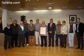 El ayuntamiento hace entrega al Circulo Mercantil y Agrícola de Totana de la mención honorífica especial de la Leal y Noble Ciudad de Totana