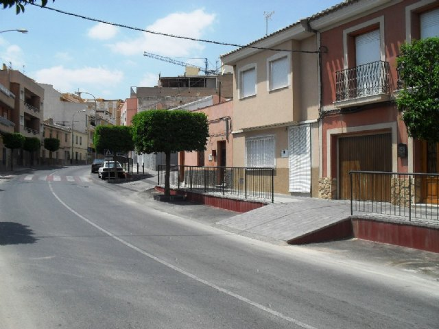 La Comunidad culmina la supresión de barreras arquitectónicas en el centro histórico de Totana, Foto 1
