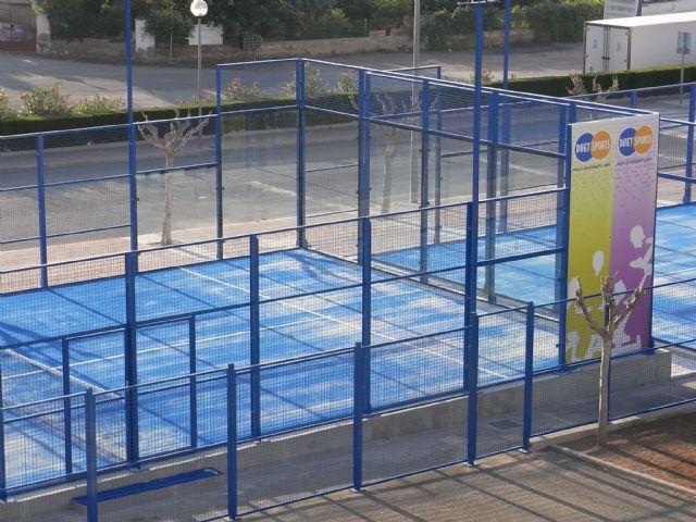 La práctica de pádel en el centro de deporte y salud es más económica, Foto 1