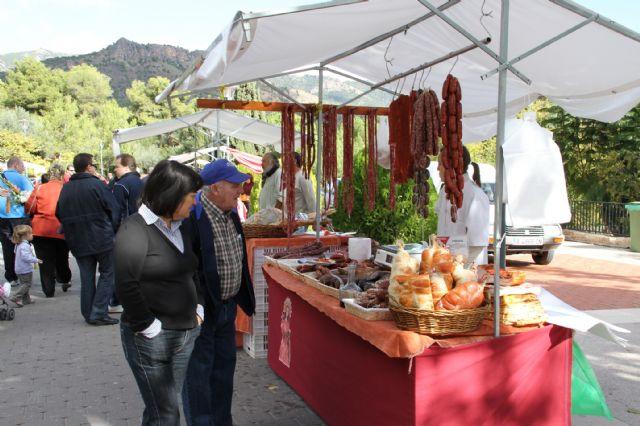 Gran afluencia de público en el Mercadillo Artesano de La Santa, Foto 2
