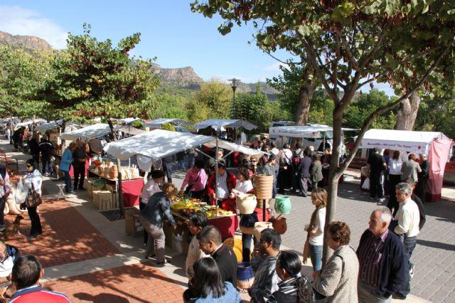 Gran afluencia de público en el Mercadillo Artesano de La Santa, Foto 4