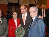 La Ministra de Medio Ambiente, Rosa Aguilar, entreg� en la noche del pasado jueves el premio Alimentos de España a COATO