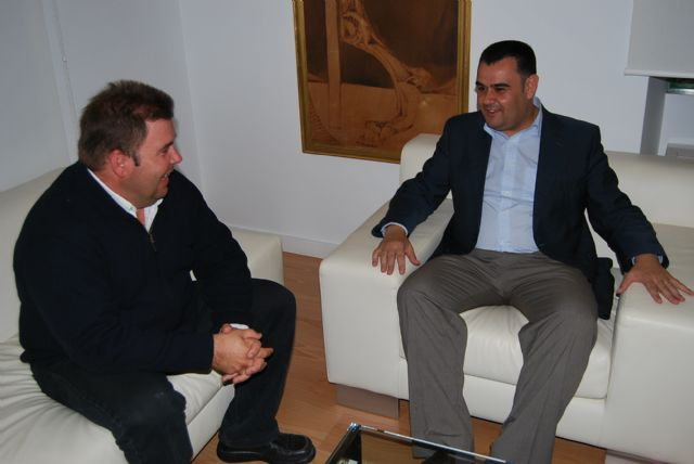 El alcalde muestra el apoyo a institucional y económico al presidente del Ilustre Cabildo Superior de Procesiones de Totana, Foto 1