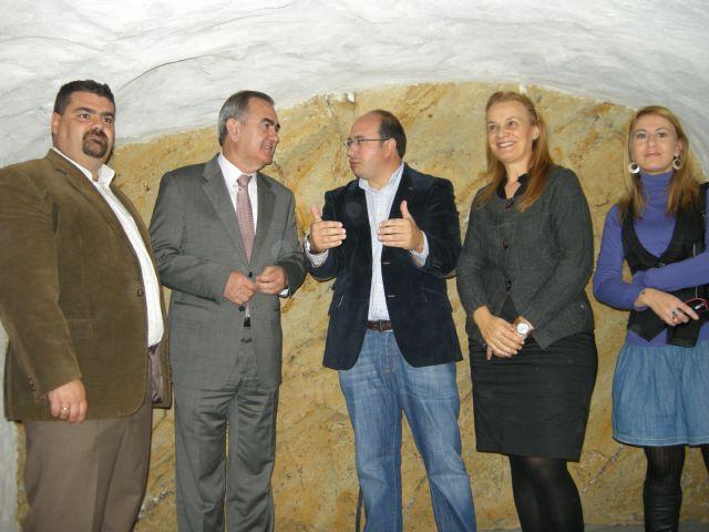 El delegado del Gobierno, el alcalde de Puerto Lumbreras y la directora general de Turismo visitan las obras del Castillo de Medina Nogalte - 1, Foto 1