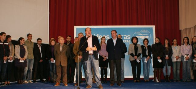 El PP de Puerto Lumbreras entrega un centenar de carnets a nuevos afiliados - 1, Foto 1