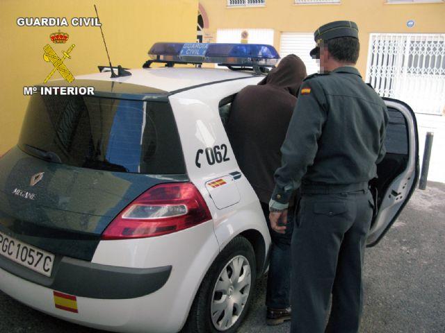 La Guardia Civil sorprende a cinco personas tras sustraer cableado eléctrico en Mazarrón, Foto 1