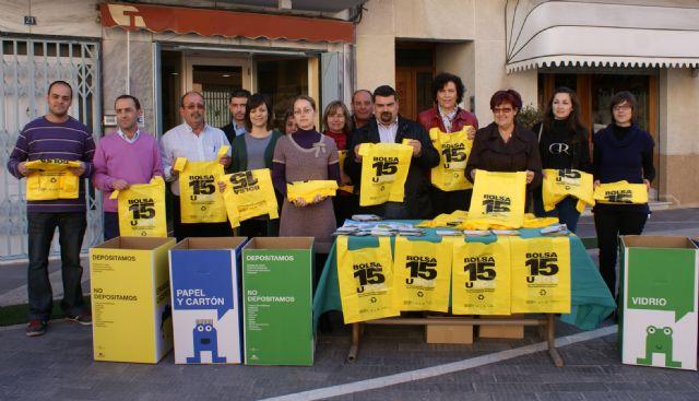 El Ayuntamiento de Puerto Lumbreras reparte 5.000 ´Bolsas de 15 usos´ en comercios locales - 1, Foto 1