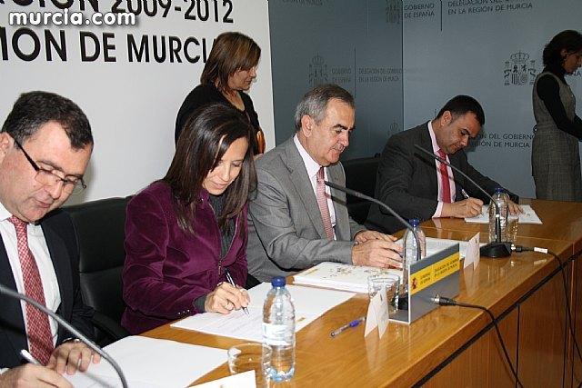 El alcalde suscribe el acuerdo con la secretaria de Estado de Vivienda y la Comunidad Autónoma, Foto 1