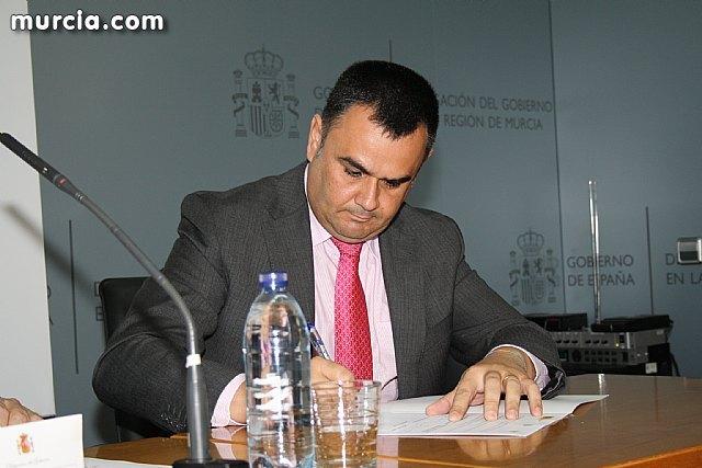 El alcalde suscribe el acuerdo con la secretaria de Estado de Vivienda y la Comunidad Autónoma, Foto 2