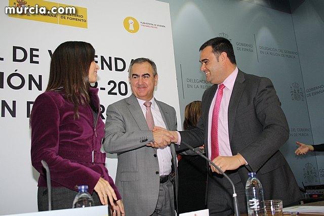 El alcalde suscribe el acuerdo con la secretaria de Estado de Vivienda y la Comunidad Autónoma, Foto 3
