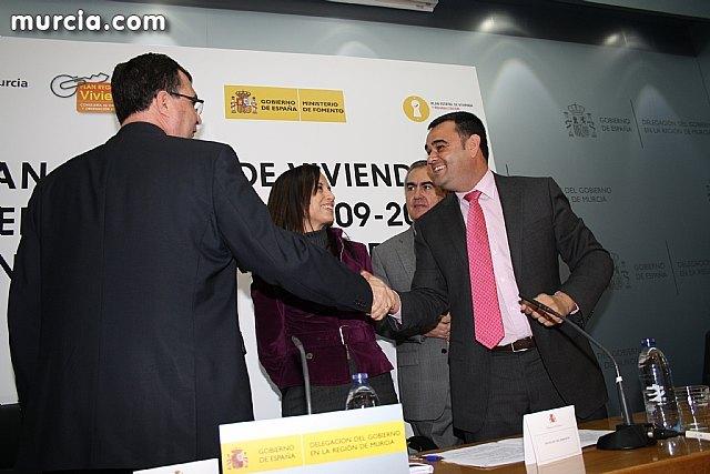 El alcalde suscribe el acuerdo con la secretaria de Estado de Vivienda y la Comunidad Autónoma, Foto 4