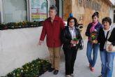Reparto de plantas para inaugurar el programa contra la violencia de género