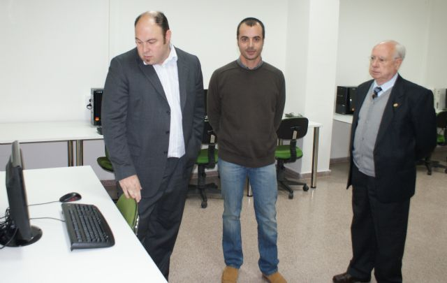 El ayuntamiento reforma el salón de actos de la Casa de la Cultura y amplia la mediateca con nuevos ordenadores - 1, Foto 1