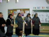 Las Castañeras anuncian el frió otoñal en centros de mayores y colegios