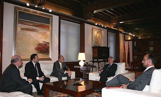 El jefe del Ejecutivo murciano recibe a Philippe Enaud, consejero delegado de la empresa Dalkia España - 1, Foto 1
